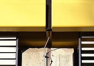 Le calfeutrement d'un joint de dilatation sur une façade