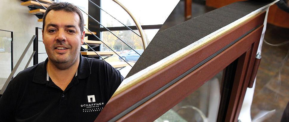 Calfeutrement menuiserie métallique avec Schaffner