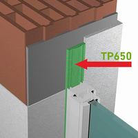 Detalle técnico de instalación de la cinta de espuma impregnada multifuncional illbruck TP650 Trio